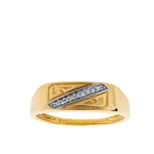 <p>9 carat yellow gents ring with diamond, TDW .05ct</p>