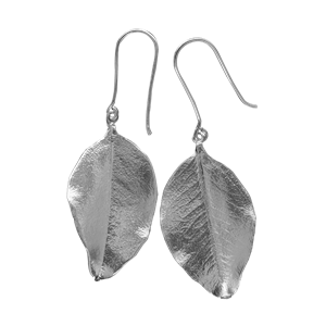 <p>Small springfire leaf earrings with box</p>