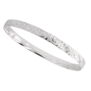 <p>6mm wide hand engraved Maori motif bangle and pouch</p>