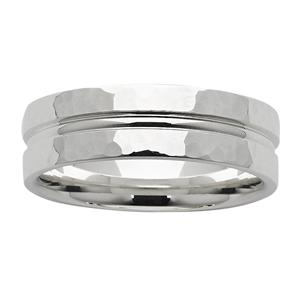 <p>7mm hammered ring</p>